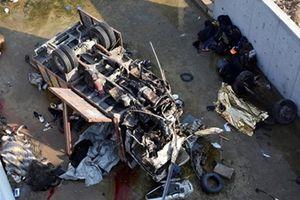 Xe tải mất lái lao xuống kênh, ít nhất 22 người thiệt mạng