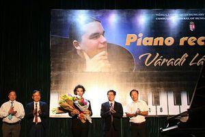 Nghệ sĩ piano Hungary biểu diễn tại Khánh Hòa