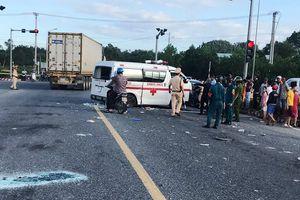 Thông tin mới vụ nữ y tá văng khỏi xe cứu thương sau tai nạn