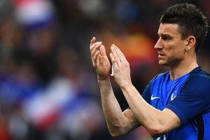 Đội trưởng Arsenal nói xấu HLV Deschamps sau khi chia tay ĐT Pháp