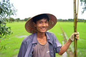 Chàng nông dân 'khùng' và giấc mơ ống hút tre