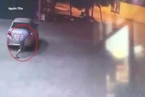 Tài xế ôtô lao xe bỏ chạy để quỵt tiền đổ xăng