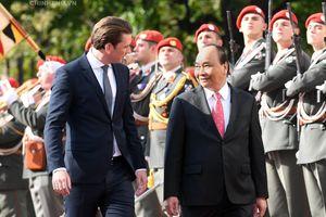 Lễ đón chính thức Thủ tướng Nguyễn Xuân Phúc tại Áo