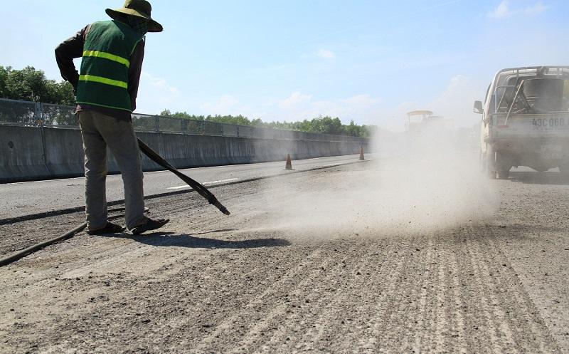 Cận cảnh sửa chữa trên cao tốc Đà Nẵng - Quảng Ngãi