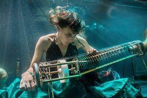 Độc đáo ban nhạc Aquasonic, chuyên trình diễn dưới nước