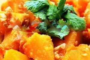 Cách làm món bí đỏ xào tỏi - món ngon giúp chị em ăn nhiều không lo béo