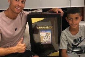 Con trai solo ghi bàn, Cristiano Ronaldo khoe ầm ĩ trên mạng xã hội