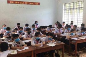 Bình Định: Học sinh đeo khẩu trang nghe giảng, nhà dân 'kêu cứu'