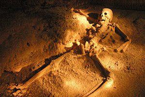 Ngỡ ngàng hài cốt 'trinh nữ' lấp lánh trong hang địa ngục