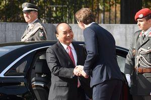 Thủ tướng Áo chủ trì lễ đón trọng thể Thủ tướng Nguyễn Xuân Phúc