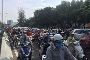 Phong tỏa hầm Thủ Thiêm: Người Sài Gòn 'khóc ròng' vì trễ giờ làm sáng đầu tuần