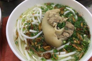 Bánh canh sợi đục Trà Vinh 'níu chân' thực khách Sài Gòn