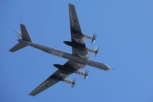 Máy bay ném bom Tu-95 phô diễn sức mạnh