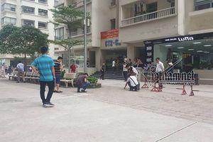 Rút súng bắn vợ giữa chung cư ở Hà Nội: Khám nhà nghi phạm