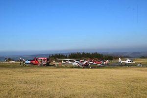 Chuyện lạ: Đang đi bộ, 3 người bị máy bay tông chết