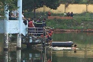 Chèo thuyền câu cá trên hồ, hai học sinh tử nạn