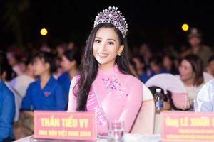 Guu ăn mặc của Hoa hậu Trần Tiểu Vy thay đổi thế nào sau gần 1 tháng đăng quang?