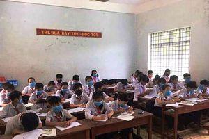 Bình Định: Lạ lùng học sinh đeo khẩu trang nghe giảng