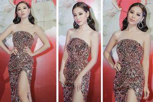 Kiều nữ làng hài Nam Thư mặc váy cúp ngực khoe khéo đường xương quai xanh tuyệt đẹp