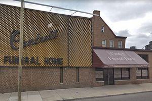 11 thi thể trẻ sơ sinh bị giấu kín trên trần nhà tang lễ đã đóng cửa