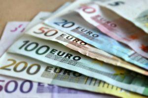 GĐ ngân hàng trộm 27 tỷ đồng của người giàu để chia cho người nghèo