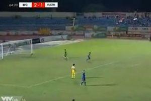 Hai sai lầm của Bùi Tiến Dũng 'góp phần' trong trận thua 1-3 của CLB Thanh Hóa
