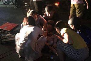 Hà Nội: Nghi án cô gái trẻ bị người yêu cũ đâm gục trên đường