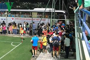 ĐT Việt Nam 'vất vả' chiều lòng người hâm mộ sau buổi tập nặng