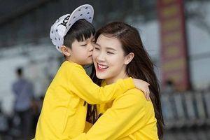 Hoa hậu Phí Thùy Linh đưa con trai sang Hàn Quốc đón sinh nhật
