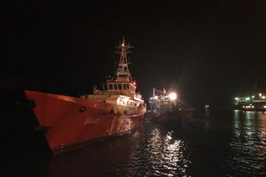 Tàu cá bị hỏng máy, 18 thuyền viên gặp nạn trên vùng biển Nghệ An