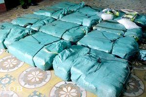 Bắt giữ xe ô tô vận chuyển hơn 308 kg ma túy đá