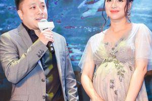 Đinh Ngọc Diệp mang bầu 9 tháng vẫn lên thảm đỏ ủng hộ ông xã Victor Vũ