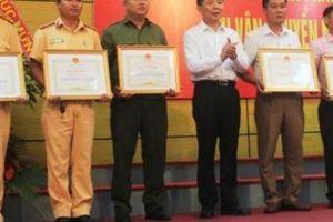 Quảng Bình: Khen thưởng vụ bắt giữ 308kg ma túy đá trên xe bán tải