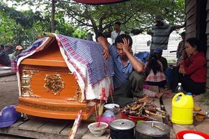 Chồng tá hỏa phát hiện vợ tử vong trên núi với nhiều vết thương lạ