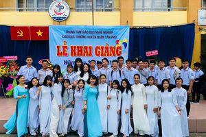 Phụ nữ Việt, họ là ai?: Kỳ 2 - Người xây tâm hồn từ tiếng chửi thề