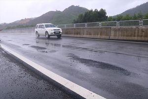 Cao tốc 34.000 tỷ đồng xuống cấp: Cào mặt đường làm lại