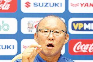 HLV Park Hang Seo do thám đối thủ tuyển Việt Nam