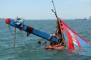 Một tàu cá Quảng Nam bị 'tàu lạ' đâm gần Hoàng Sa