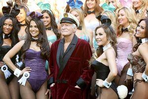 'Giật mình' với giá áo choàng đỏ của 'ông trùm người lớn' Playboy