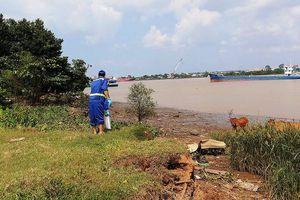 Dân chài tá hỏa phát hiện xác người trôi trên sông