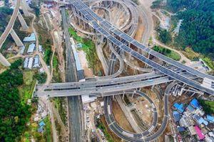 Hoa mắt với giao lộ như đường tàu lượn tại Trung Quốc