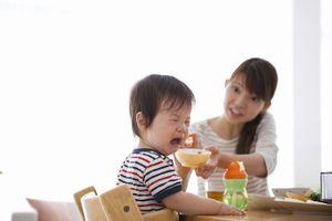 4 biểu hiện trẻ bị đau dạ dày bố mẹ nên lưu tâm