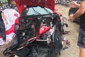 Siêu xe Ferrari của ca sĩ Tuấn Hưng gặp nạn trên cao tốc, phần đầu xe vỡ nát nghiêm trọng