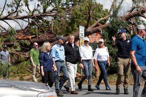 Trump kiểm tra thiệt hại sau bão Michael, những người cứu hộ rao riết tìm kiếm thi thể