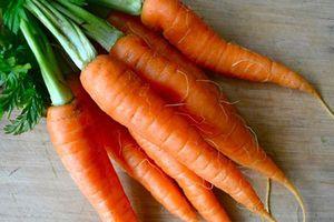 Mách bạn mẹo hay để chọn và bảo quản cà rốt tươi ngon
