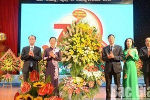 Ủy ban kiểm tra Tỉnh ủy Bắc Giang nhận Cờ thi đua xuất sắc