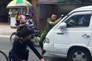 Chiến sỹ Công an bị xe 16 chỗ 'ủi' gần 100m trên phố