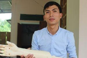 Sinh viên sáng chế 'bàn tay robot' giúp người khuyết tật