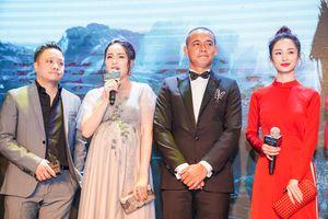 Đinh Ngọc Diệp bế bụng bầu 9 tháng, cùng chồng dự ra mắt phim