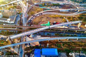 Trung Quốc lắp cầu đường sắt cao tốc trong 73 phút